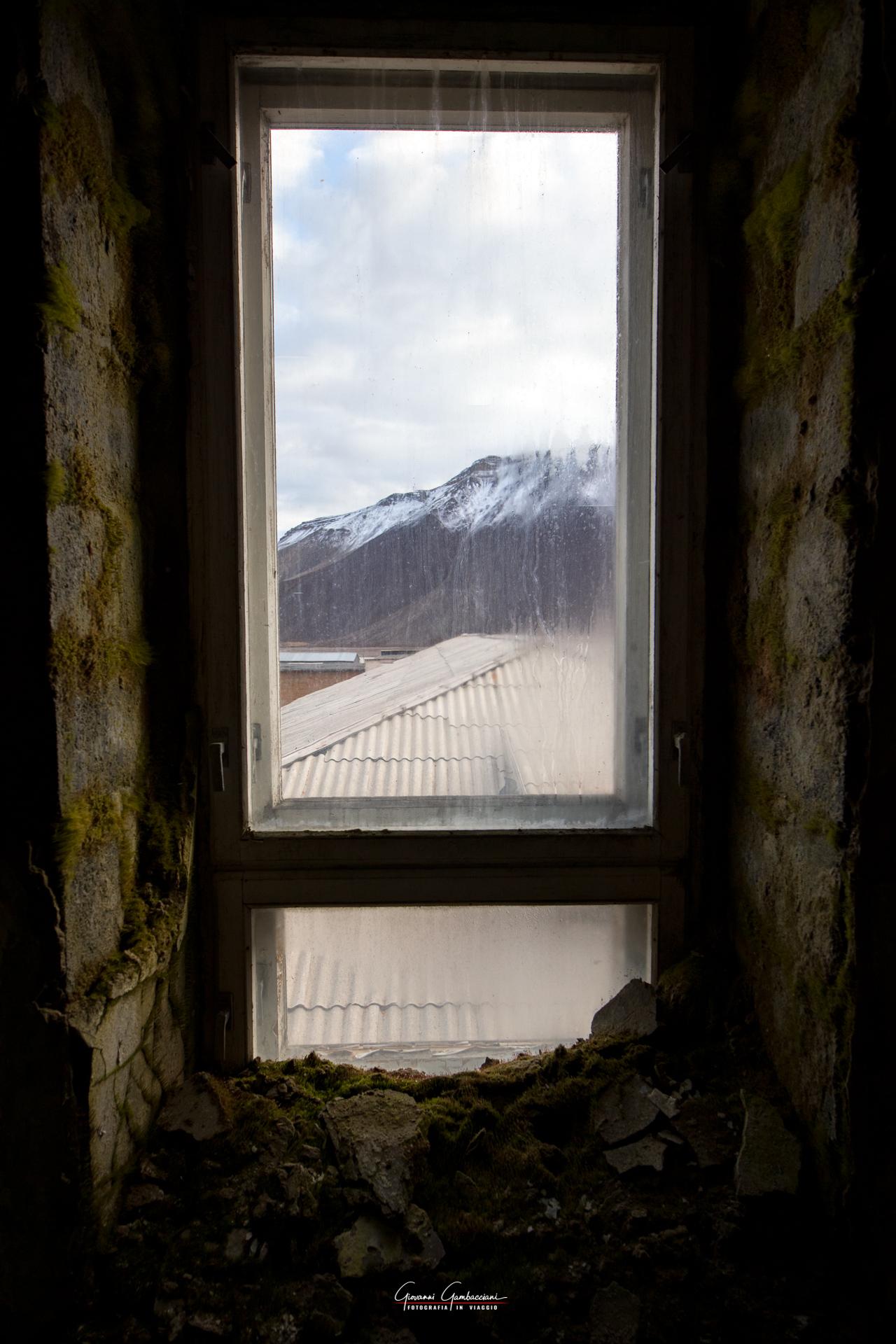 03_Svalbard_Pyramiden_Scuola-6