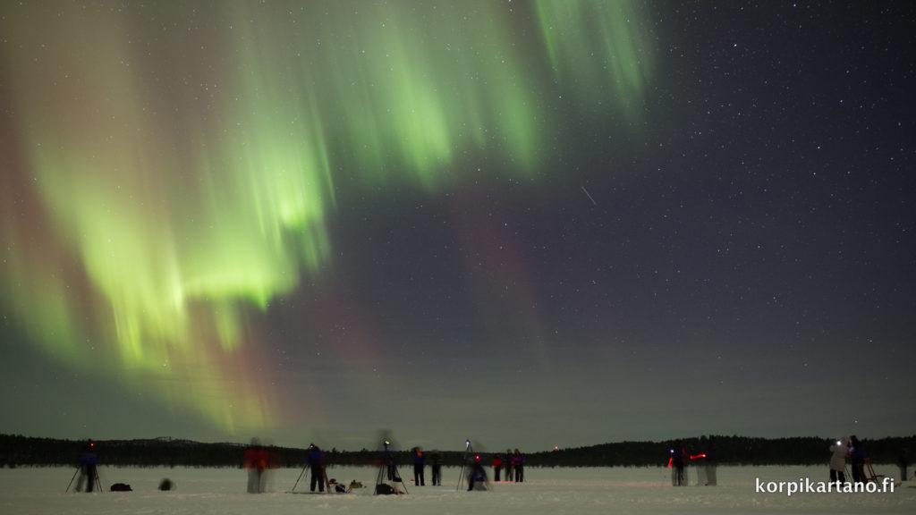 - Una nostra tipica sessione fotografica sotto l'Aurora Boreale - Grazie agli amici del cottage di Kopikartano che spesso ci ospitano nei nostri tour Lapponi per questa splendida immagine -